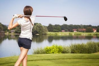 £18 for 3 x 1hr beginner golf lessons inc. 18 holes, £36 for 6 x 1hr intermediate lessons or for 4 x 90-min advanced lessons at Oakmere Park Golf Club - save up to 60%