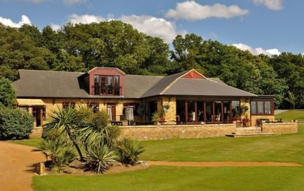 18 Holes of Golf for Two at Huntswood Golf Club including a Bacon Roll and Drink each