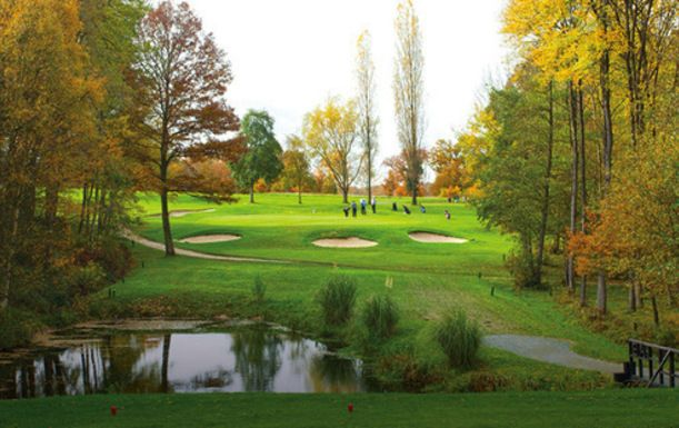18 Holes for TWO at Lingfield Park Resort, including a shared buggy plus a pint of beer each