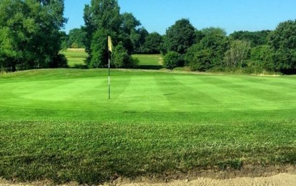 Limited Offer. 18 Holes for TWO including a Bacon Roll & Tea or Coffee each at Maylands Golf Club.