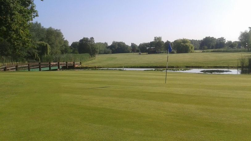 18 Holes For FOUR in a Shared Buggy at Woolston Manor Golf & Country Club. (Weekends)
