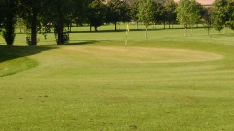 18 Holes for TWO at Horncastle Golf Club, including a 2 Course Sunday Roast