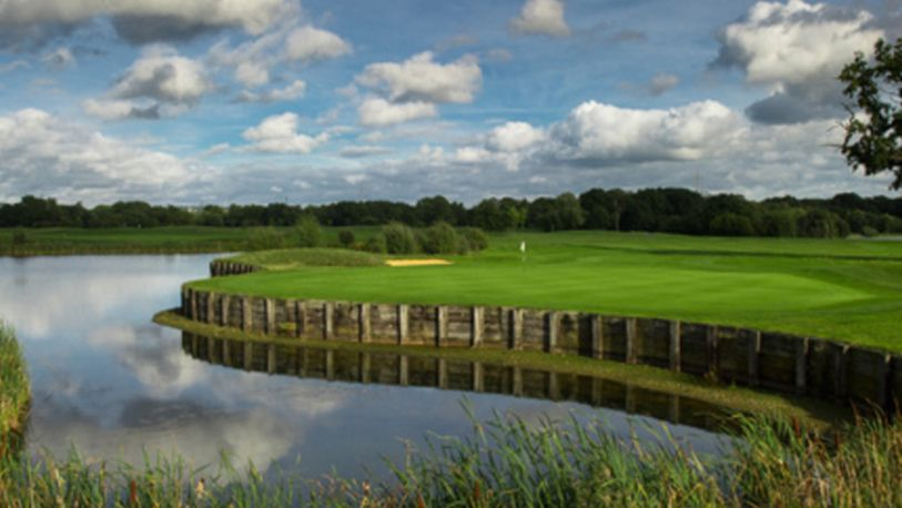 18 Holes for TWO including a Bacon Roll & a Hot Drink each at Twisted Stone Golf Club